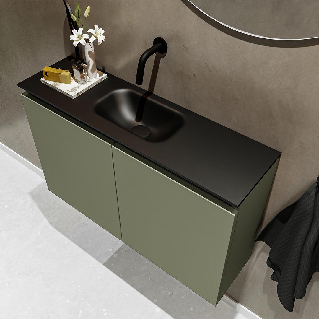 wastafel zwart met kraangat met groene fontein meubel en 2 deuren