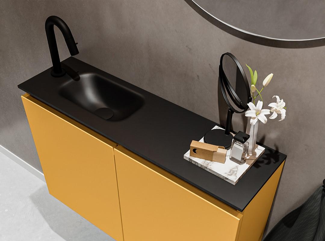 wastafel zwart met gele onderkast toitlet meubel