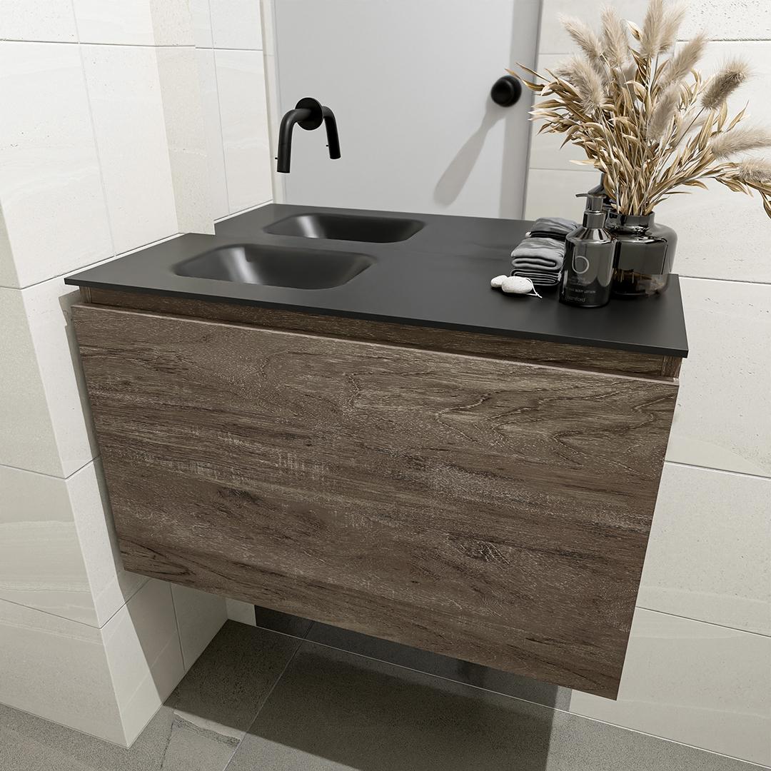 zwarte wastafel zonder kraangat met houten badmeubel onderkast met 1 lade 30cm diep